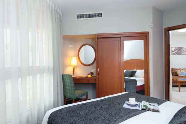 בית מלון לאונרדו סיטי טאואר תל-אביב והמרכז