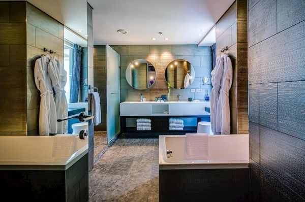 בית מלון דלוקס ישרוטל רויאל ביץ בתל-אביב והמרכז