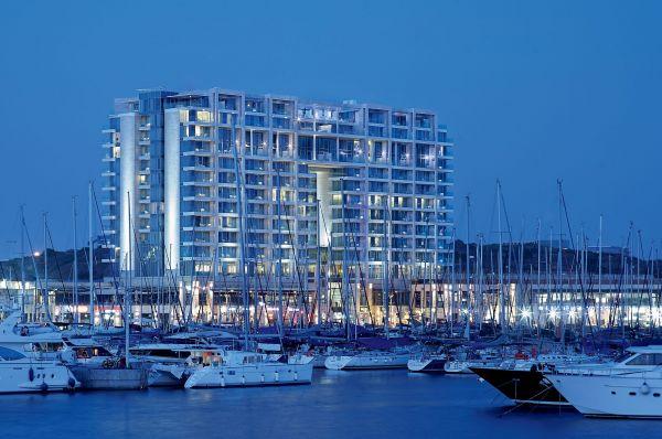 מלון 5 כוכבים ריץ קרלטון בתל-אביב והמרכז