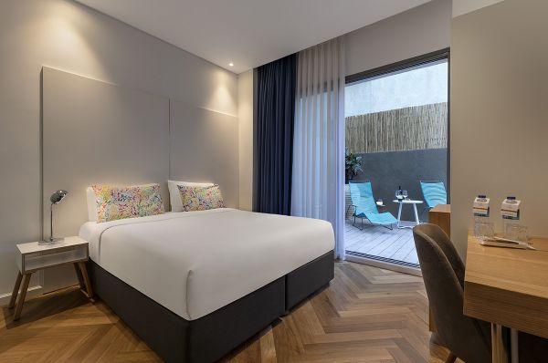 בית מלון אולימפיה בתל-אביב והמרכז - גרנד דלקס עם מרפסת