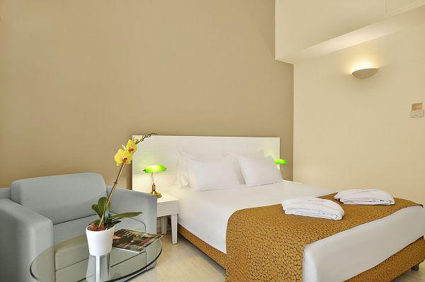 בית מלון תל-אביב והמרכז רות דניאל - חדר קראון