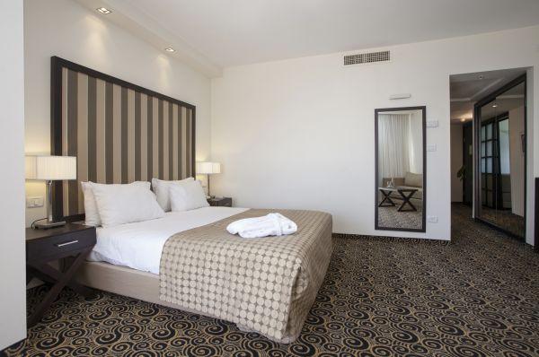 בית מלון תל-אביב והמרכז השרון