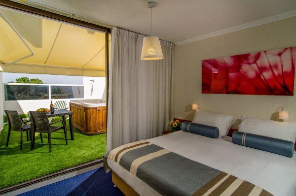 Тверия и Кинерет Клаб Отель - комната-сад с джакузи