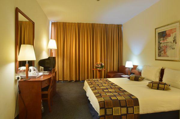 בית מלון המלך שלמה ב טבריה, סובב כנרת ועמקים - חדר קלאסיק עם מרפסת ונוף לכנרת