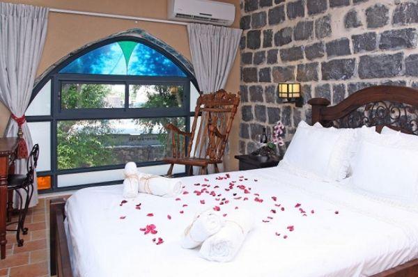 מלון יוקרה שירת הים בטבריה, סובב כנרת ועמקים - חדרי אבן - ענתיק