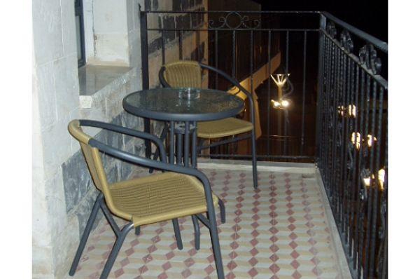 בית מלון יוקרתי שירת הים - חדר סוויטה עם מרפסת