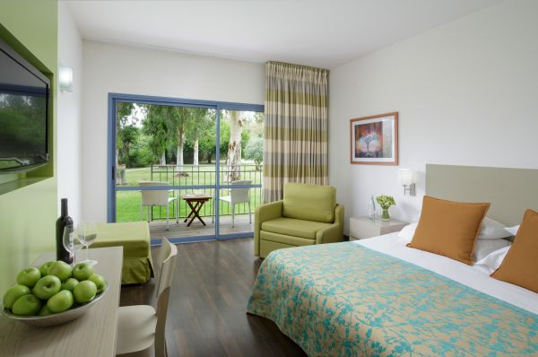 טבריה, סובב כנרת ועמקים נוף גינוסר  - חדר דלקס במלון