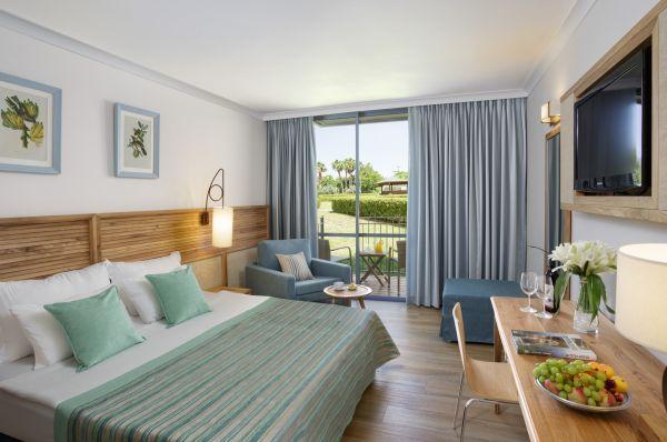 ב טבריה, סובב כנרת ועמקים נוף גינוסר - חדר דלקס במלון