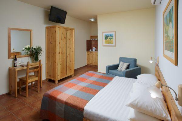בית מלון נוף גינוסר בטבריה, סובב כנרת ועמקים - חדר   בווילג'