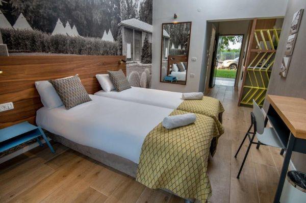דגניה ב בית הארחה בטבריה, סובב כנרת ועמקים - חדר דלאקס