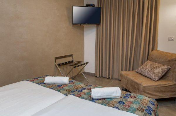 בית הארחה דגניה ב - חדר משפחתי קומה שנייה