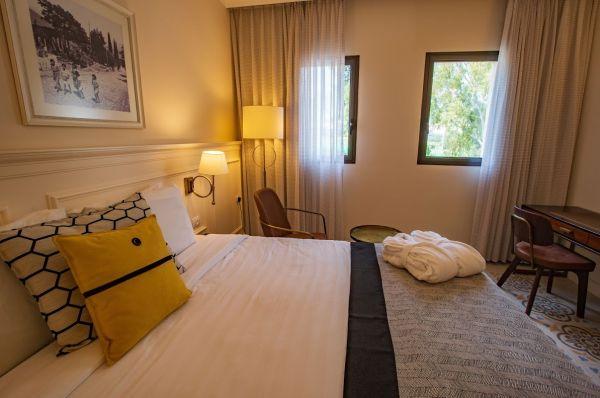 בית מלון אדמונד - חדר דלקס  נוף להר