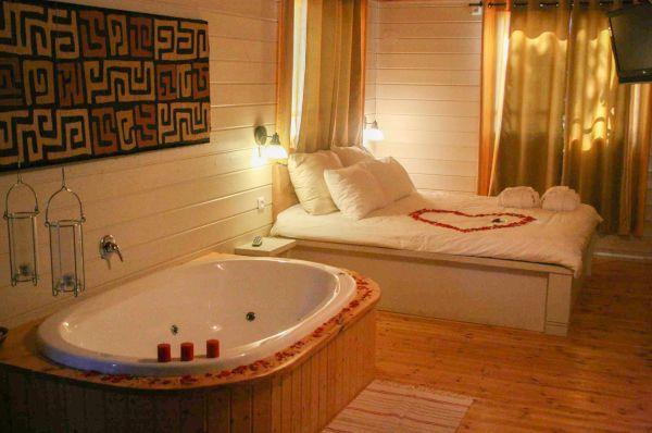 בית הארחה כפר הנופש תיירות עין זיוון לן בגולן בגליל עליון והגולן - בקתה עם ג'קוזי