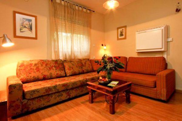חדרי גולן במושב רמות אירוח כפרי גליל עליון והגולן - יחידה 2 חדרים