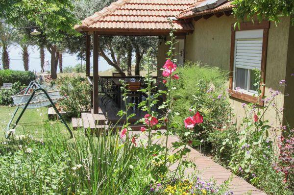 אירוח כפרי חדרי גולן במושב רמות בגליל עליון והגולן