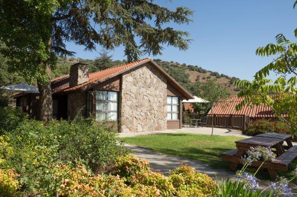 תיירות מרום גולן אירוח כפרי בגליל עליון והגולן - בקתות בזלת