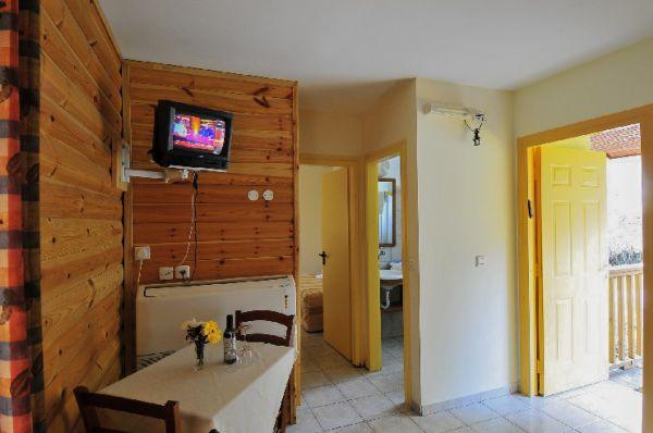 בית הארחה נופי גונן - בקתת עץ