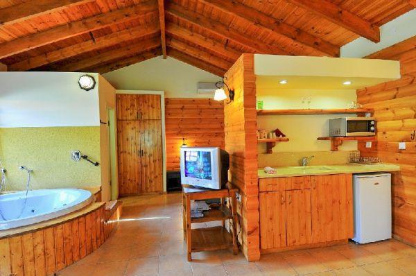 נופי גונן בית הארחה - בקתת עץ