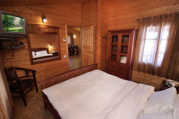 בית הארחה אורטל בגליל עליון והגולן - בקתות עץ