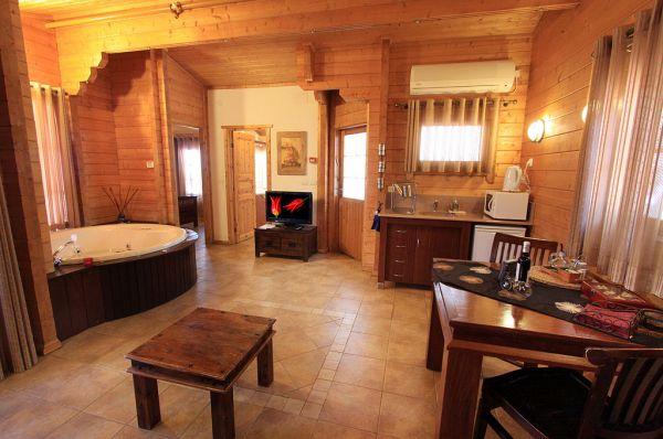 בית הארחה אורטל - בקתות עץ