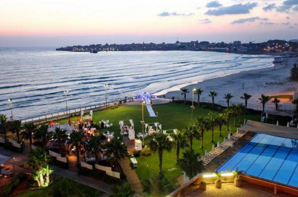 בית מלון חוף התמרים ב גליל מערבי
